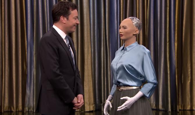 TV 토크쇼에 출연한 소피아. 소피아는 사람들을 도울 수 있는 똑똑하고 동정심 많은 로봇이 되고 싶다고 합니다. – 사진 제공 http://sophiabot.com